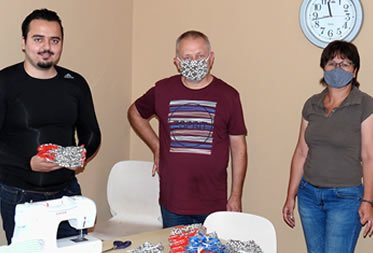 Übergabe der Stoffmasken
